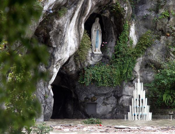 Lourdes - Madonna allagata